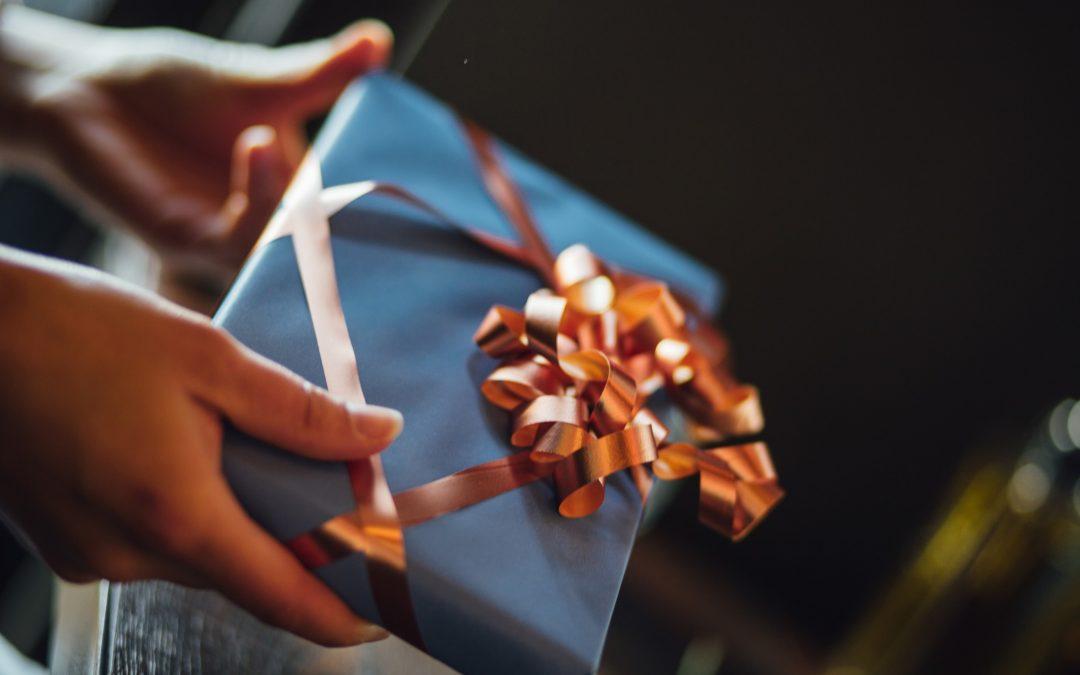 Offrir un cadeau original à une femme, à quoi penser ?