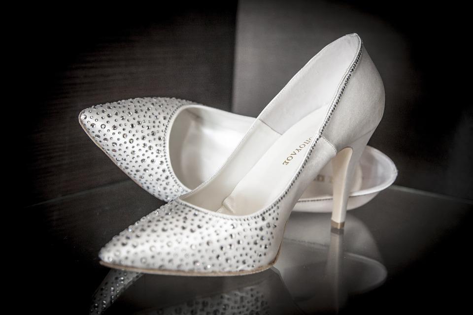 Les chaussures transparence, une tendance mondiale.